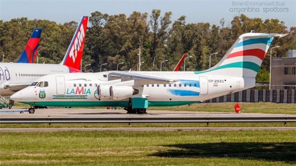 Chiếc phi cơ mang số hiệu đăng kí CP2933 của hãng hàng không Venezuela Lamia cất cánh từ Bolivia đã rơi xuống gần thành phố Medellin, Colombia khiến 75 người thiệt mạng.