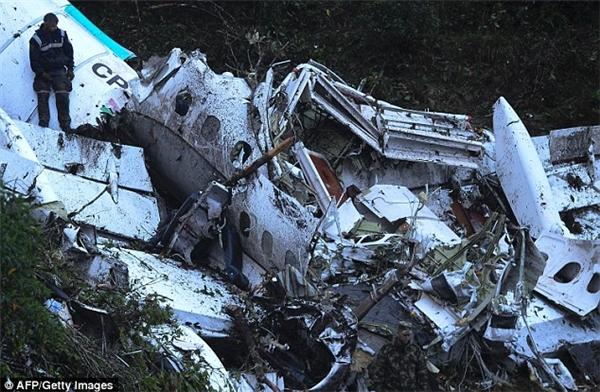 Nguyên nhân của máy bay rơi được xác định là dohết nhiên liệu.