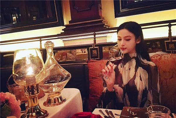 """Cô thường xuyên được hưởng thụ những bữa ăn """"hạng sang"""".(Ảnh: Internet)"""