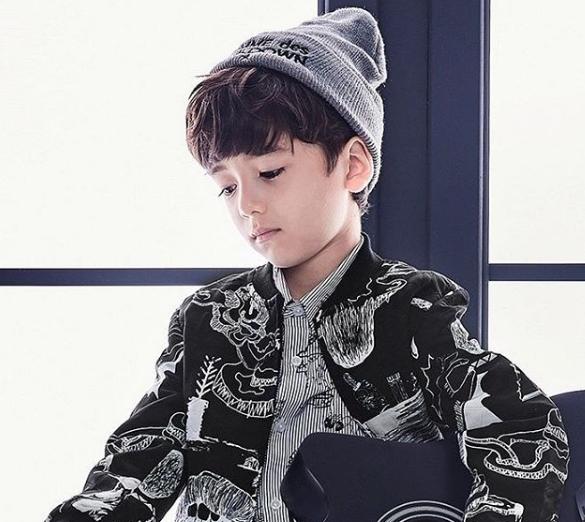 Mái tóc cùng gương mặt của Seo Lev giúp cậu bé trông như một chàng hoàng tử.(Ảnh: Internet)