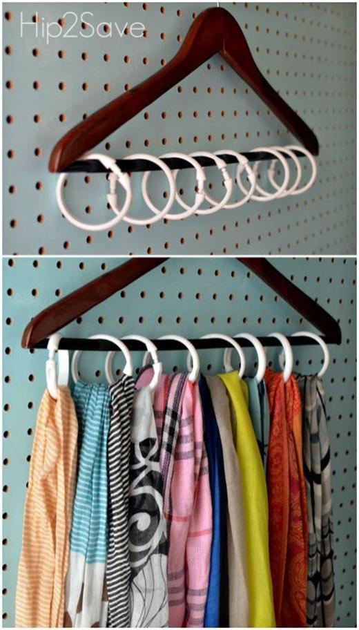 Nếu bạn là nhà sưu tập các loại khăn choàng cổ hay có quá nhiều thắt lưng để sử dụng và không biết làm cách nào để bảo quản, cất giữ chúng gọn gàng, tiện lợi thì hãy tìm những khuy móc màn không còn sử dụng trong nhà bạn để sáng tạo ra một móc treo độc đáo cho chúng nhé.