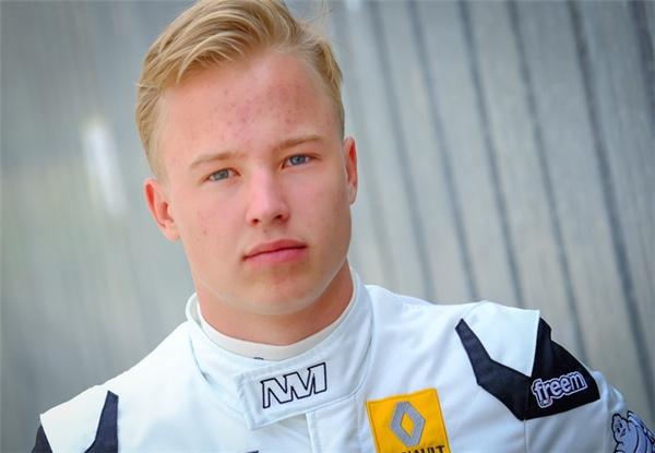 Dù chỉ mới 17 tuổi nhưngNikita được đánh giá là khá triển vọng tại các giải đua.