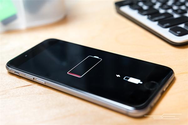 Sẽ không bao giờ có mẫu iPhone pin dùng được dài ngày. (Ảnh: internet)