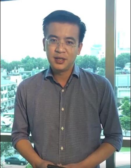 Biên tập viên Quang Minh tươi trẻ trong đoạn video chia sẻ với khán giả những đổi mới trong cách thức phát sóng của chương trình Thời sự 19h ngày 2/9.
