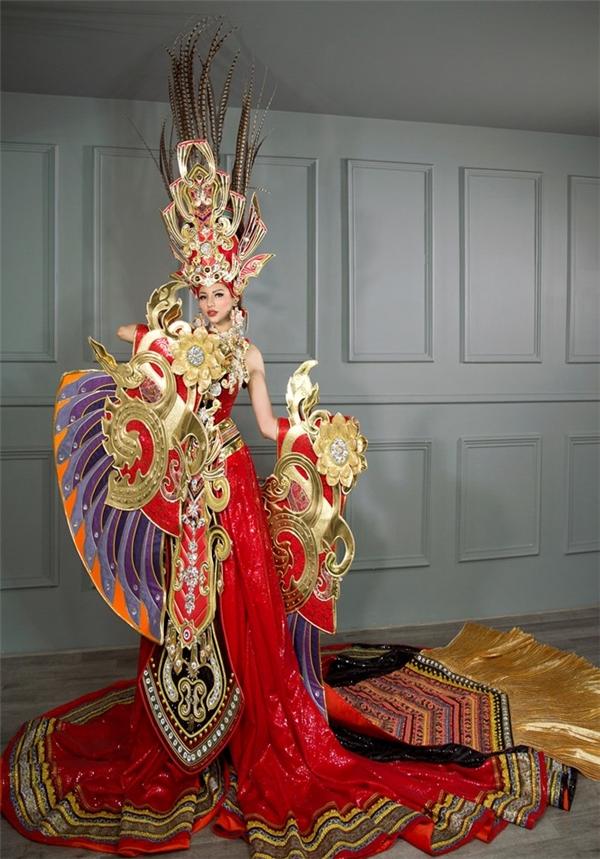 Bộ quốc phục của Khả Trang