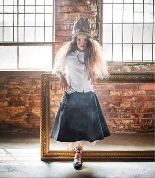 Vẻ đẹp của sự huyền bí được cô bé mẫu nhí thể hiện xuất sắc chỉ qua một bức ảnh.
