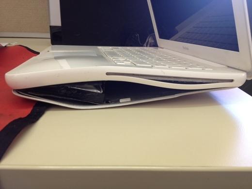Hệ số giãn nở của chiếc máy tính này không phải dạng vừa đâu.