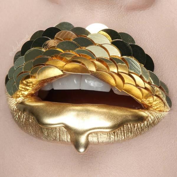 Sắc vàng ánh kim nổi bật kết hợp chi tiết vảy cá gợi lại hình ảnh những nàng tiên cá lung linh, huyền ảo trong truyện cổ tích.