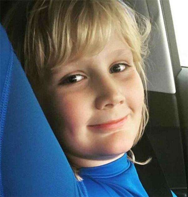 AJ rất mong muốn có má lúm đáng yêu như con trai.