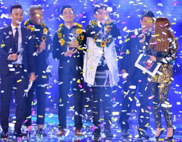 Anh cùng với thành viên đội mìđã có một chiến thắng thuyết phục tại chương trìnhHoà Âm Ánh Sáng - The Remix - Tin sao Viet - Tin tuc sao Viet - Scandal sao Viet - Tin tuc cua Sao - Tin cua Sao