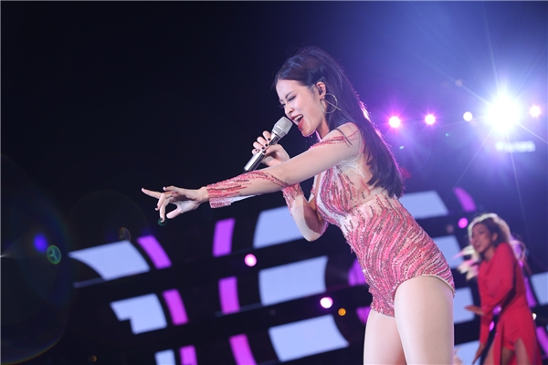 Nữ HLV Giọng hát Việt nhí 2016khoe vũ đạo nóng bỏng với Pink Girl và Shake The Rhythym. - Tin sao Viet - Tin tuc sao Viet - Scandal sao Viet - Tin tuc cua Sao - Tin cua Sao