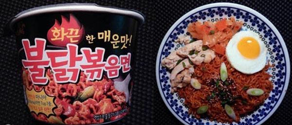 Sản phẩm thuộc công ty thực phẩm Jin Mai Lang này bao gồm 2 gói tạo vị cay gồm bột ớt nguyên chất và sốt cay. Thêm vào đó, mùi hương của tỏi cũng góp phần kết hợp với 2 loại ớt tạo nên mùi vị khó quên cho người thưởng thức.