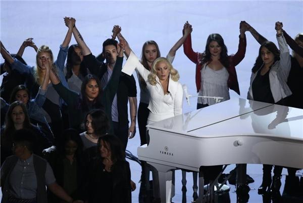 28/02: Lady Gaga đã hát ca khúc được đề cử Oscar Til It Happens to You tại Lễ Trao Giải lần thứ 88 ở Hollywood, California, cùng với những nạn nhân bị xâm hại. Cũng trong buổi lễ này, Phó Tổng thống Joe Biden đã có mặt để lên tiếng thay cho các nạn nhân cũng như để giới thiệu màn trình diễn đầy uy lực của nữ ca sĩ.