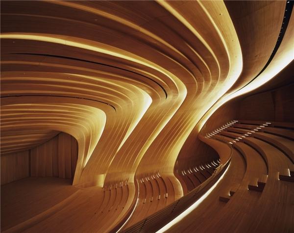 Lối kiến trúc uốn lượn mềm mại như tơ lụa.