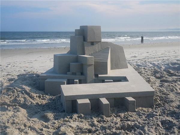 Chỉ xây dựng bằng cát như lâu đài này sắc nét như được làm từ bê tông.