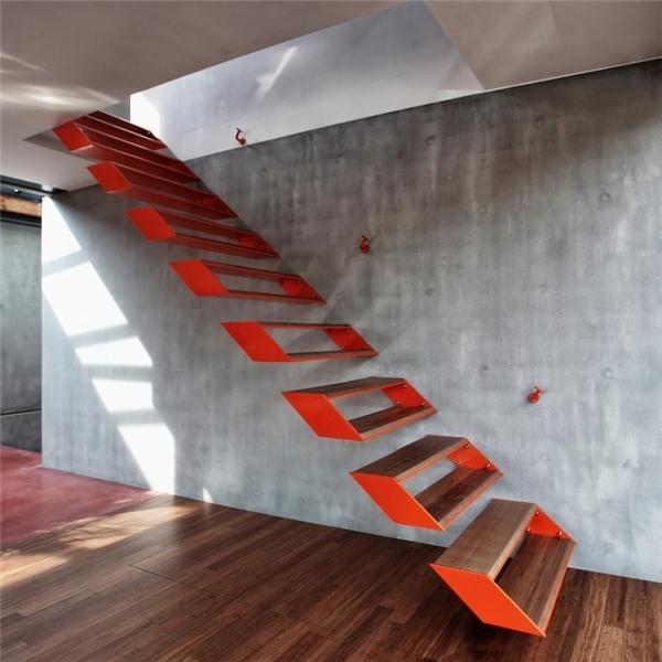 Khá khen cho kiến trúc sư nào đã nghĩ ra chiếc cầu thang này.