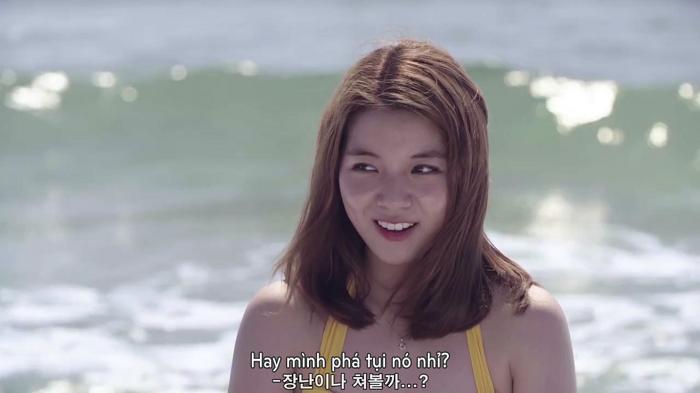Mari và Da Hee xinh đẹp khi khoác lên người bộ bikini đơn giản nhưng hút mắt.