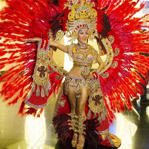 Hoa hậu Panama thường diện trang phục truyền thống lấy ý tưởng từ các loài chim nên các thiết kế thường rất lộng lẫy, hoành tráng và bắt mắt.