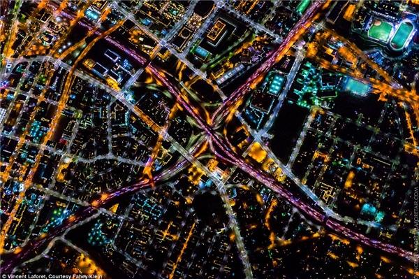 Đường cao tốc dẫn vào trung tâm Los Angeles.