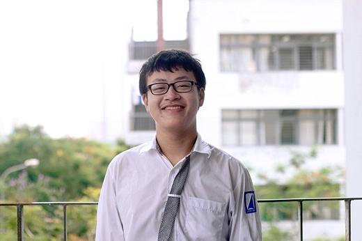 Nguyễn Tiến Thành là nhân vật gây sốt khi đạt giải nhất một cuộc thi lý luận quốc tế.