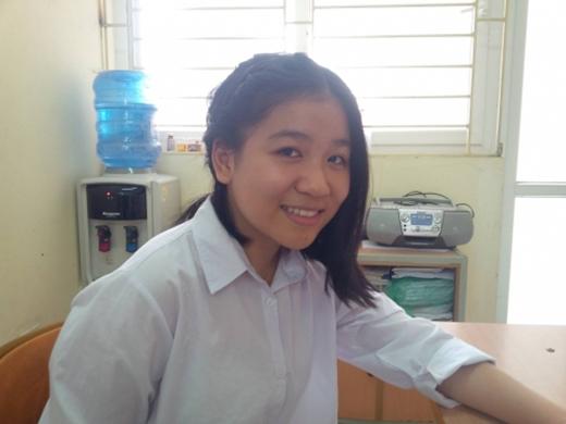 """Nữ sinh lớp 8 Nguyễn Bích Ngân - tác giả bài thơ """"Xin đổi kiếp này""""."""