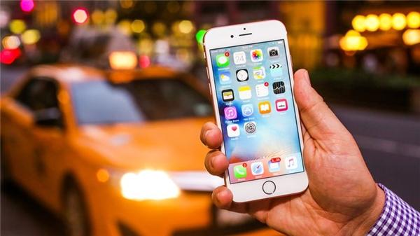 Trước đó, Apple đã đổ lỗi rằng do người dùng để pin iPhone 6s tiếp xúc với không khí quá lâu nên gây hiện tượng sập nguồn. (Ảnh: internet)