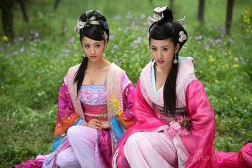 Đồng Lệ Á và Quách Trân Nghê là hai ngôi sao có nhan sắc rung động lòng người của màn ảnh Trung Quốc. Cùng có vai diễn trong bộ phimMỹ nhân Thiên Hạ, cả hai đã khiến người hâm mộ xuýt xoa trước tạo hình của Triệu Phi Yến - Triệu Hợp Đức - 2 mỹ nhân khuynh đảo triều Hán.
