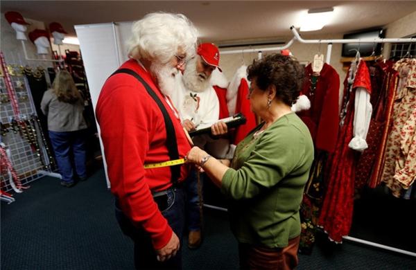 Mỗi học viên đều có một bộ trang phục Ông già Noel riêng cho mình, và được cắt may theo hình thể của từng người.