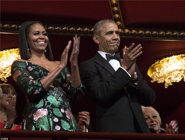 Cả hai xuất hiện vô cùng thanh lịch và tỏ ra rất vui vẻ, thích thú trog suốt buổi lễ.