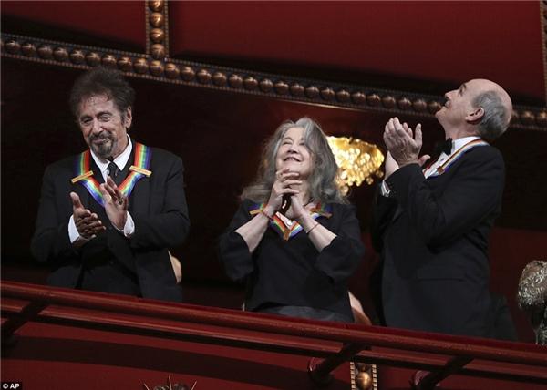 Al Pacino, Argerich và Taylor đáp lại tràng vỗ tay nhiệt liệt của các khán giả.