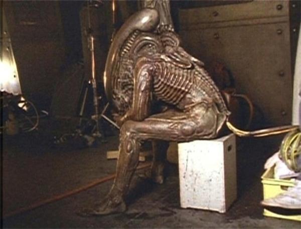 """""""Người ngoài hành tinh"""" cũng cần phải xếp hàng."""