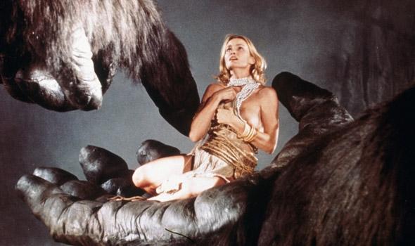 """Đây chính là cảnh phim """"tình hơn cả tình"""" giữa King Kong và cô nàng diễn viên xinh đẹp."""