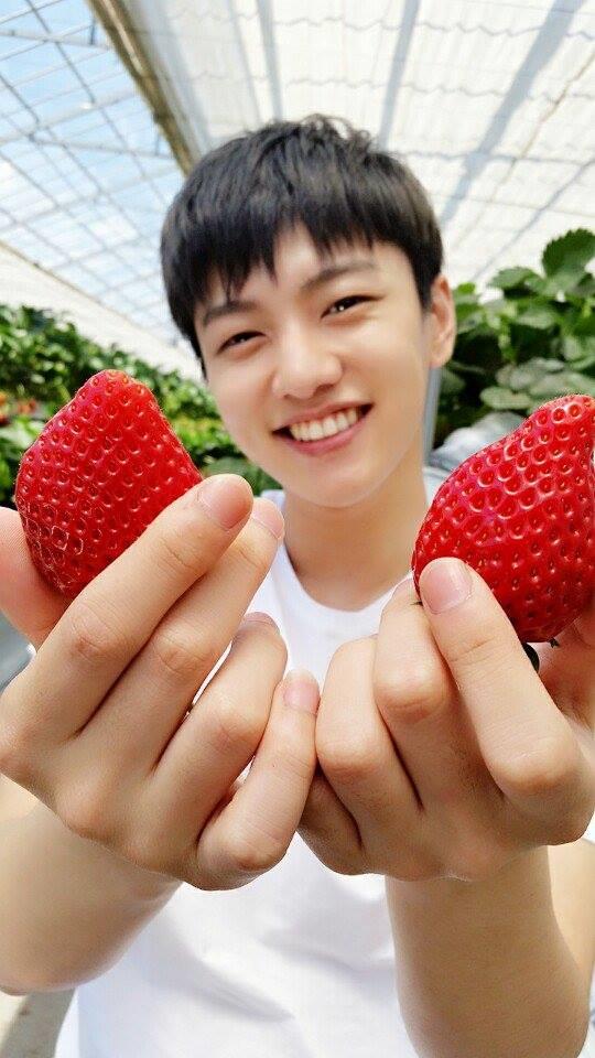 Khoảnh khắc ngoài đời cực đáng yêu của Shin Won Ho.