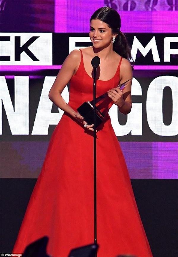 Nữ ca sĩ được vinh danh tại lễ trao giải AMA vừa qua.