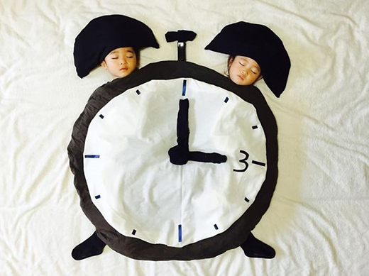 Khác với những gì trong bức ảnh sáng tạo nghệ thuật này, ngoài sự đáng yêu dễ thương, cả hai đứa trẻ song sinh đều rất tinh nghịch.