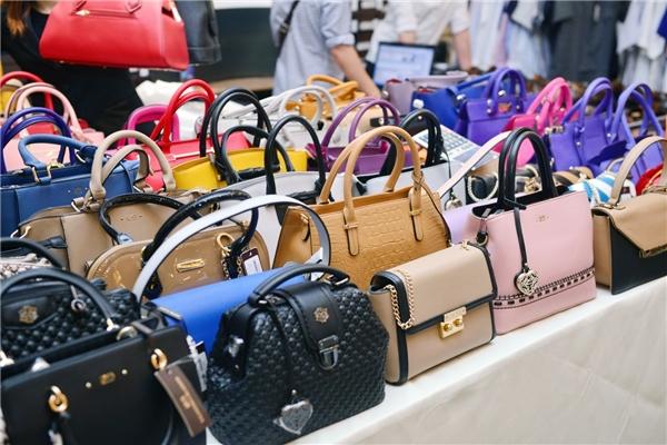 Hàng ngàn mẫu túi xách được bán tại VStyle's Private Sale với mức giá choáng ngợp.