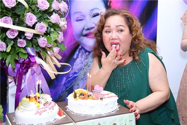 """Hoa hậu Phạm Hương bí mật tổ chức sinh nhật cho """"bà ngoại"""" Ngọc Giàu - Tin sao Viet - Tin tuc sao Viet - Scandal sao Viet - Tin tuc cua Sao - Tin cua Sao"""