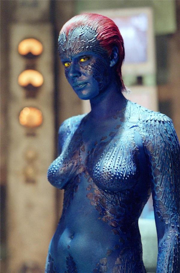 Mystique (Rebecca Romijn) - X-Men: Không phải Jennifer Lawrence, đây mới chính là phiên bản Mystique tàn bạo nhất, xinh đẹp nhất, quyến rũ nhất, và hoàn hảo nhất với những người cong chết người, cả nghĩa đen lẫn nghĩa bóng.