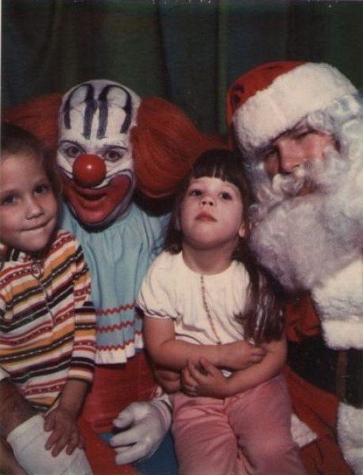 """Ông già Noel """"hợp tác"""" cùng Chú Hề để... hù dọa các cháu nhỏ à?"""