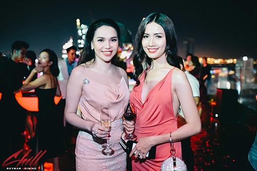 Hoa hậu Phan Thị Mơ và người mẫu Diệu Hân.