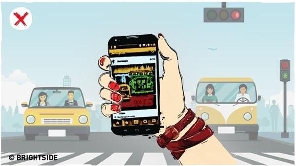 Hạn chế sử dụng điện thoại trong lúc đang đi trên đường.