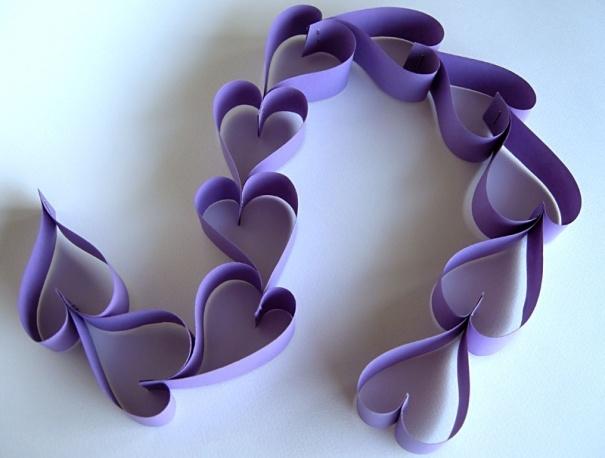 Bạn có biết những trái tim này được dùng cho việc gì không? Thay thế dây kim tuyến trang trí đấy.