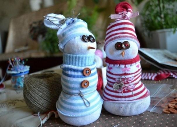 """Những chiếc tất cũ có thể """"khai sinh"""" ra những chú người tuyết."""