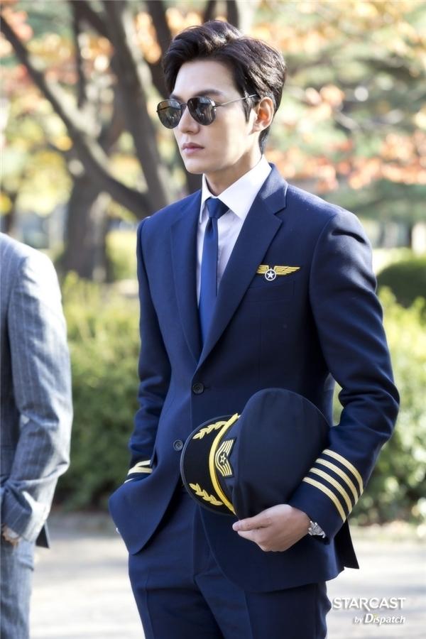 Thích thú hình ảnh đối lập hai mĩ nam hot nhất màn ảnh Hàn hiện nay