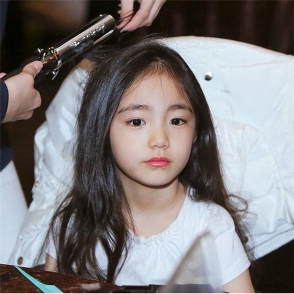 Bức ảnh đầu tiên được bố mẹ Eun Chaeđăng tải lên mạng xã hội.(Ảnh: Internet)