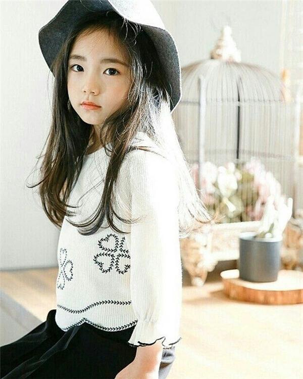 Mái tóc dài tăng thêm vẻ dịu dàng và nữ tính choEun Chae.(Ảnh: Internet)