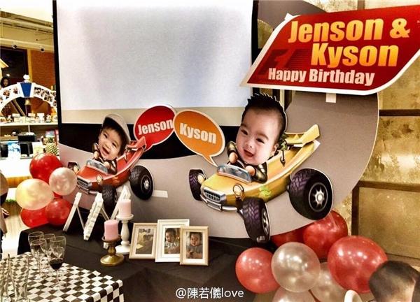 Vào hôm qua 5/12, Jenson và Kyson vừa tròn một tuổi.