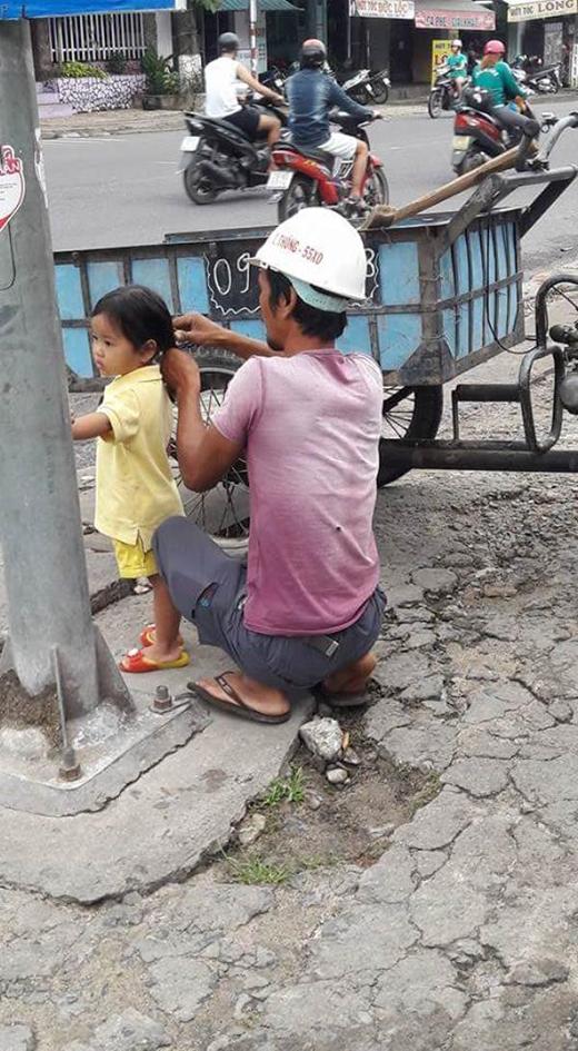 Người ta có thể làm nhiều điều lớn lao đểcó được tình yêu của con, chỉ có bố là dùng tình yêu vĩ đại để làm những điều nhỏ nhặt cho con.