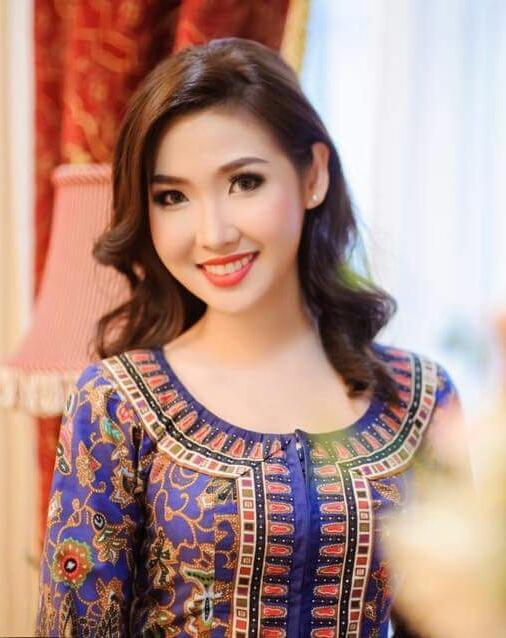 Nữ tiếp viên của hãng hàng không Singapore vô cùng duyên dáng trong bộ trang phục truyền thống.