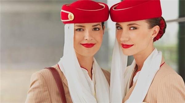Nét đẹp thu hút mọi ánh nhìn của tiếp viên hàng không Dubai.